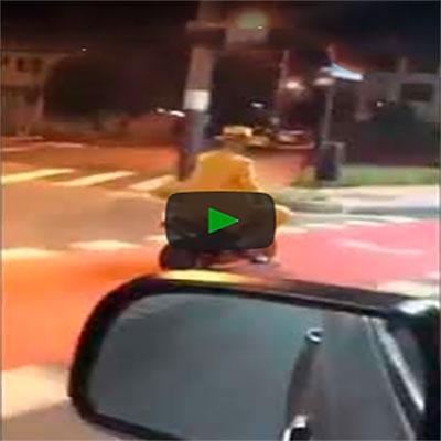 Aquele momento quando você vê o Máskara dando uma volta de moto