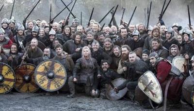 Vikings: Atriz zoa colega durante entrevista e expõe segredo