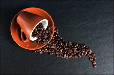 Beber muito café pode causar demência, aponta estudo