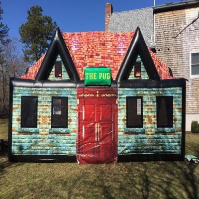 Já imaginou ter um bar inflável no quintal de sua casa?