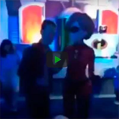 Quando você é flagrado dançando com a mulher do Sr. Incrível