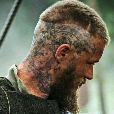 Vikings: Significado das tatuagens de Ragnar, Floki e Rollo