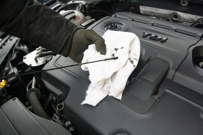 Quais os 5 fluidos essenciais no seu carro e como verifica-los