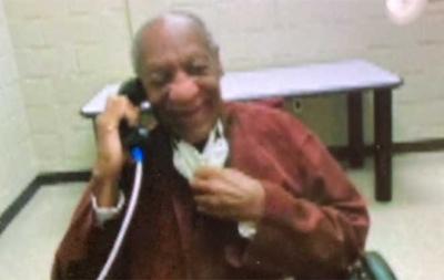 Preso por abuso sexual, Bill Cosby sorri em foto na prisão