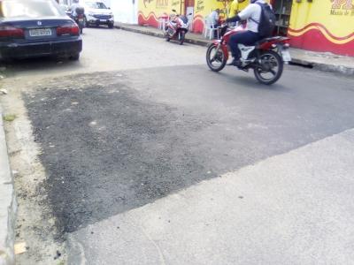 Buraco na Rua Quipapá foi fechado (Antes e Depois)