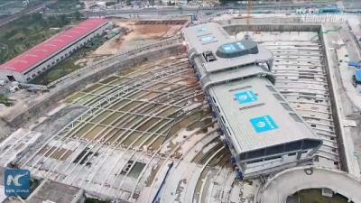 Chineses movem um terminal de ônibus inteiro de um lugar pra outro