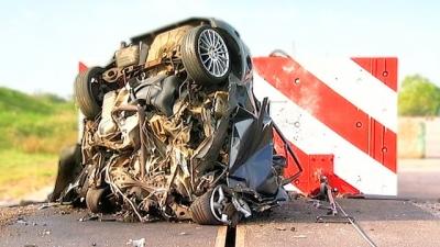 Veja o que acontece ao se bater um carro a 200 km/h