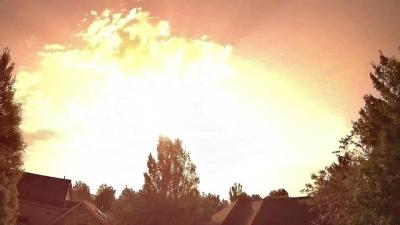 Homem filma meteoro que transforma noite em dia