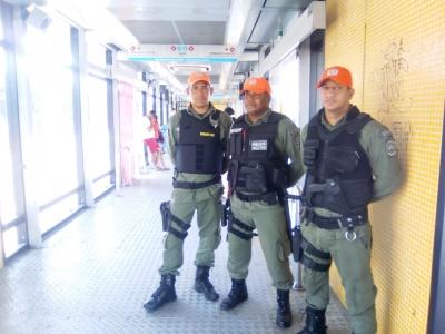 Policiais nas estações de ônibus