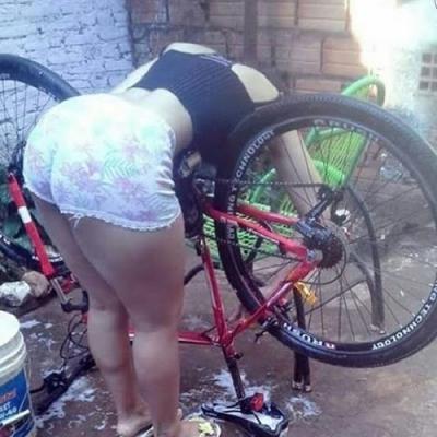 O primeiro lava jato de bicicleta está fazendo muito sucesso.