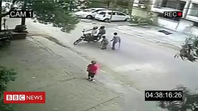 Vídeo com notícia falsa viraliza no WhatsApp e causa linchamento de inocente na