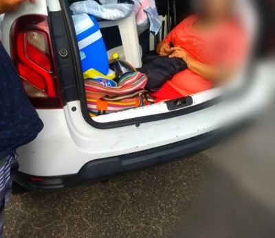 Argentinos são flagrados levando a sogra no porta-malas