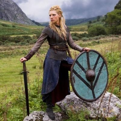 Joias pertencentes a mulheres da Era Viking são encontradas em ilha britânica