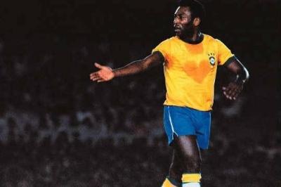 Pelé passa por cirurgia para retirada de cálculo renal e já está no quarto