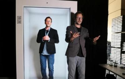Máquina de holograma permite interação entre pessoas em tamanho real