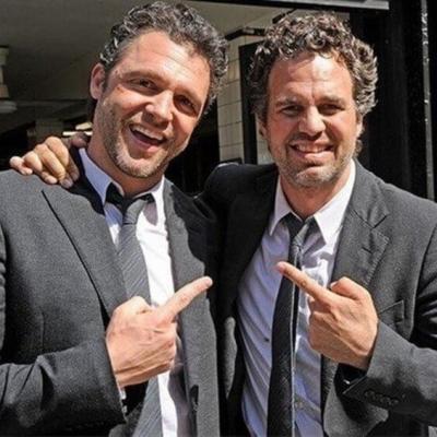 Esses atores têm dublês e ambos parecem ser irmãos e você nem sabia