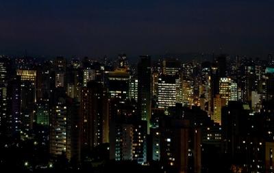 """Brasileiros cantam """"Porque Ele Vive"""" de suas janelas durante quarentena"""