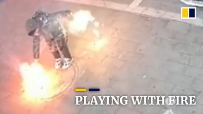 Criança acidentalmente explode bueiro na China