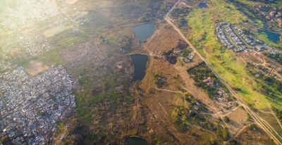 Fotografo faz fotos aéreas mostrando a divisão entre ricos e pobres nas cidades