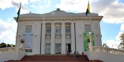 Igreja realiza ato profético em frente a sede do governo do Acre