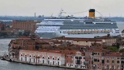 Itália proíbe circulação de grandes cruzeiros em Veneza