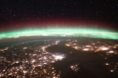 Auroras: astronautas compartilham fotos de espetáculo sobre a Terra