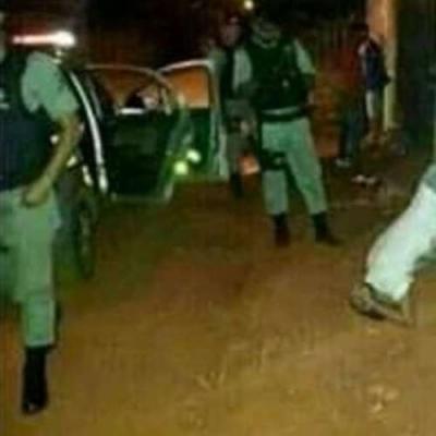 Ladrao foi preso fazendo a famosa bananeira