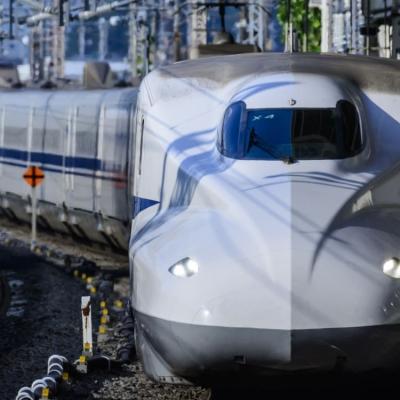 Maquinista abandona comando de trem para ir ao banheiro no Japão