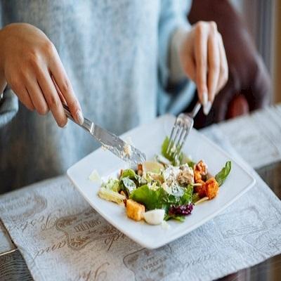 Hábitos alimentares podem trazer melhorias no bem-estar durante o verão