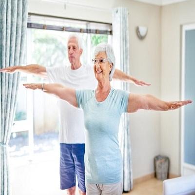 Dicas de exercícios que os idosos podem fazer em casa