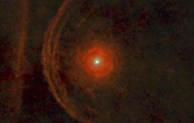 Estrela gigante Betelgeuse continua a agir de forma estranha