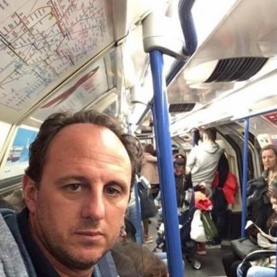 Andar de metrô às vezes pode ser muito divertido