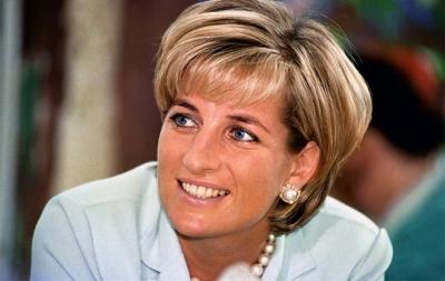 Livro dá mais detalhes sobre frieza de Charles com Diana