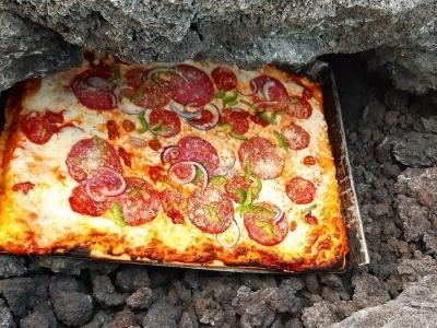Homem guatemalteco usa vulcão ativo como seu próprio forno de pizza