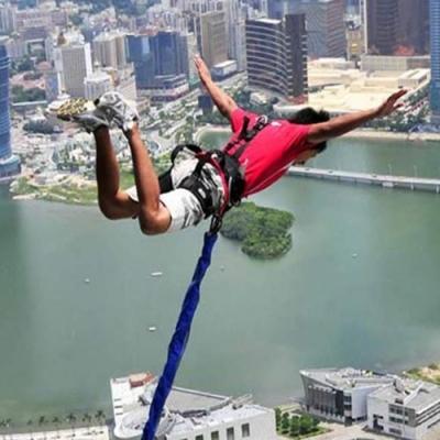 Saltando de 233 metros de altura no maior bungee jump do mundo