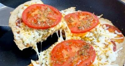 Receita de Pizza de Frigideira Saudável e Deliciosa – Fácil, Rápida e Pronta em