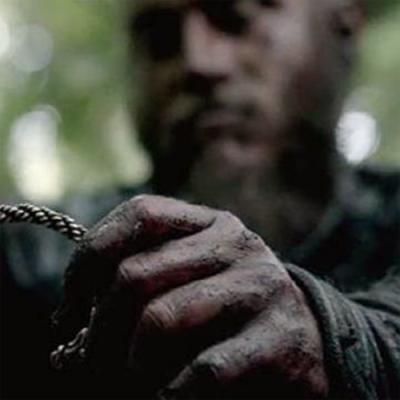 Essa é a imagem real de uma pulseira viking