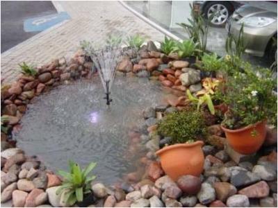 Como fazer um pequeno lago recorrendo a um pneu usado