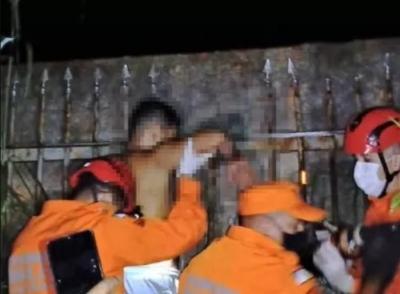 Jovem foge da PM em festa clandestina e perfura braço em lança de portão