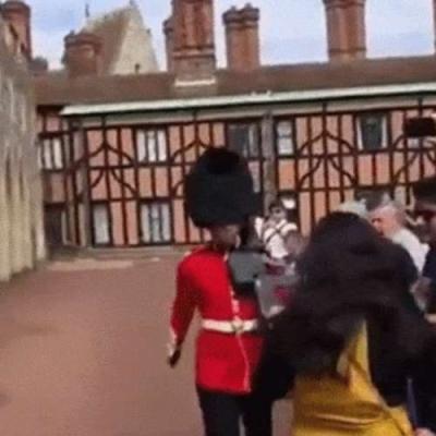 Guarda britânico esquentadinho