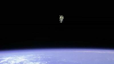 Turista espacial poderá passear no Espaço em 2023