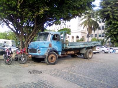 Caminhão circulando livremente