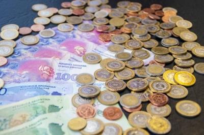Bancos digitais atraem argentinos da economia paralela