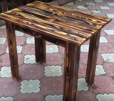 Mesa rustica feita a partir de uma palete (video)