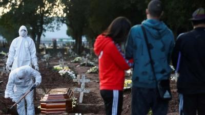 Brasil registra média diária de 1.036 mortes por covid-19