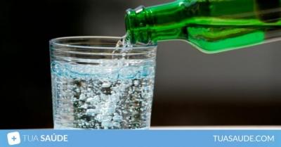5 motivos para beber mais água com gás