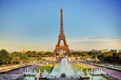 Acadêmico é esfaqueado até a morte por aluno em Paris por criticar Maomé
