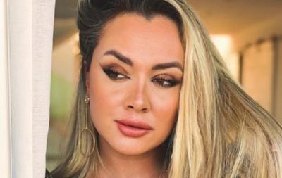 Celebridades Juju Salimeni posa seminua com look transparente