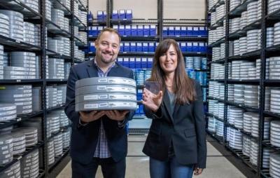 Microsoft grava filme em lâmina de vidro que dura 1.000 anos