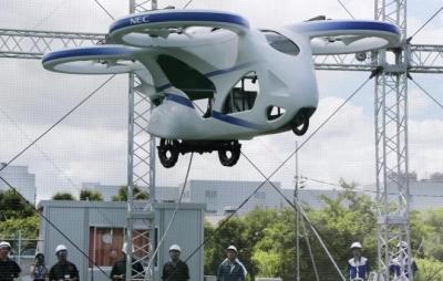 Carro voador japonês fica no ar durante 1 minuto em voo teste